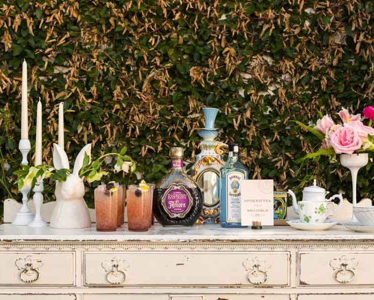 alice-inspired-wedding-tabel-sets