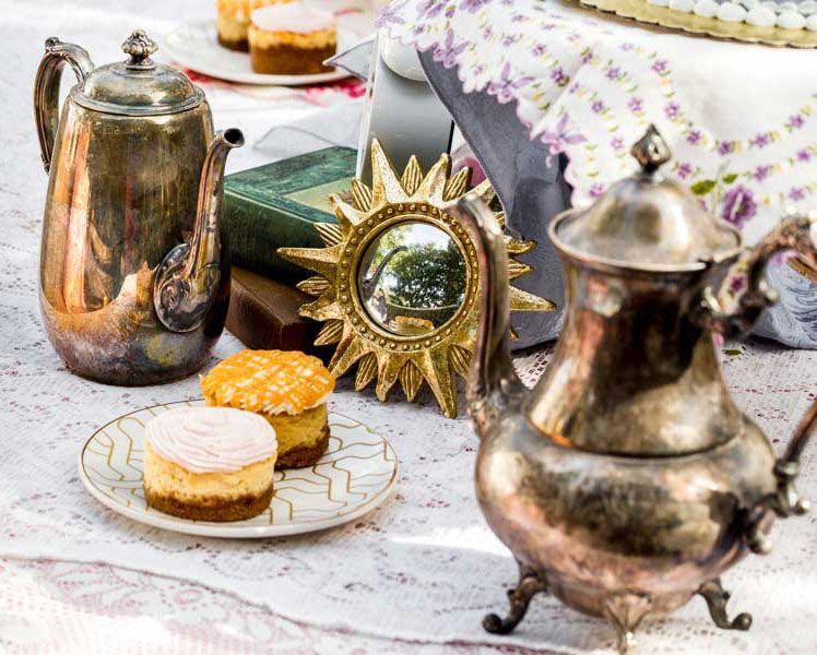 alice-inspired-wedding-table-set