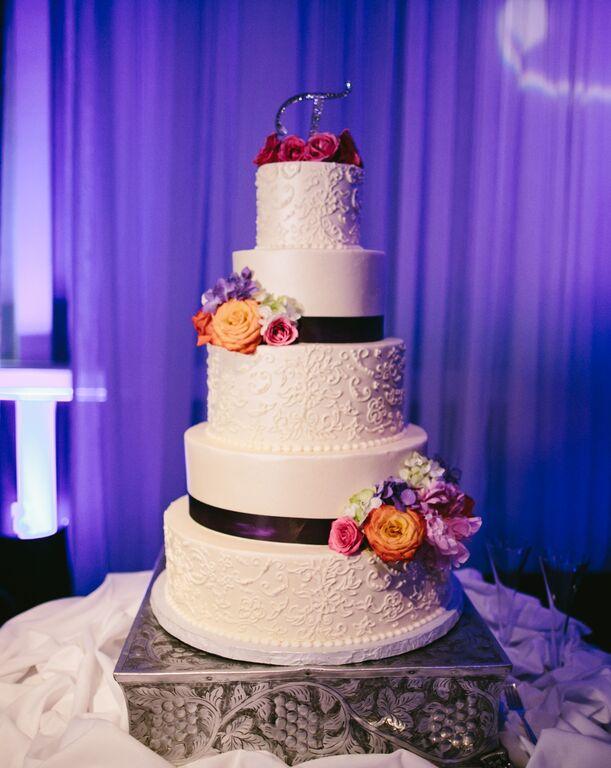 keenan-rhicard-wedding-cake