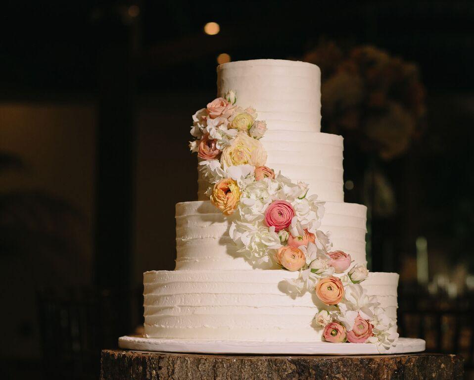 leslie-tommy-wedding-cake