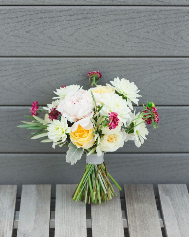 modern-rooftop-wedding-bride-boquet