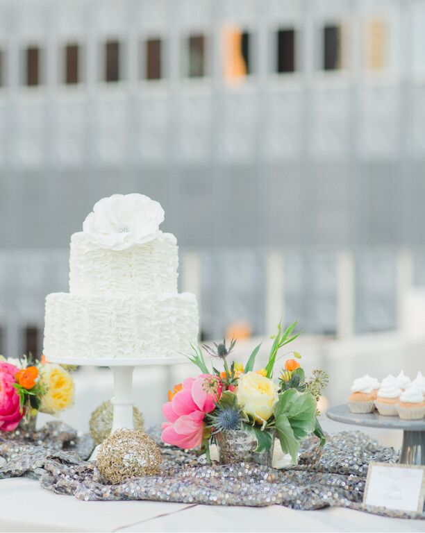 modern-rooftop-wedding-cake