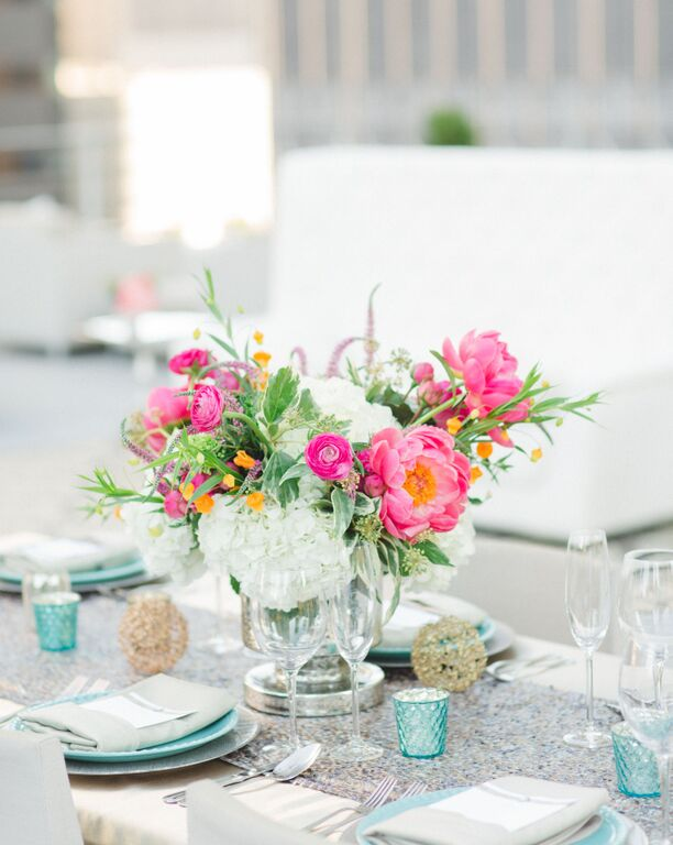 modern-rooftop-wedding-flower-designs (4)