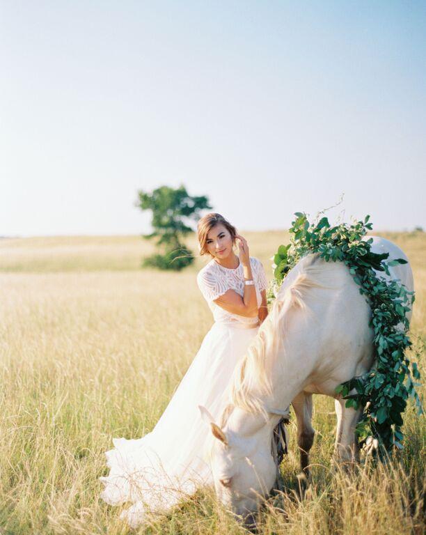 equestrian-wedding-bride