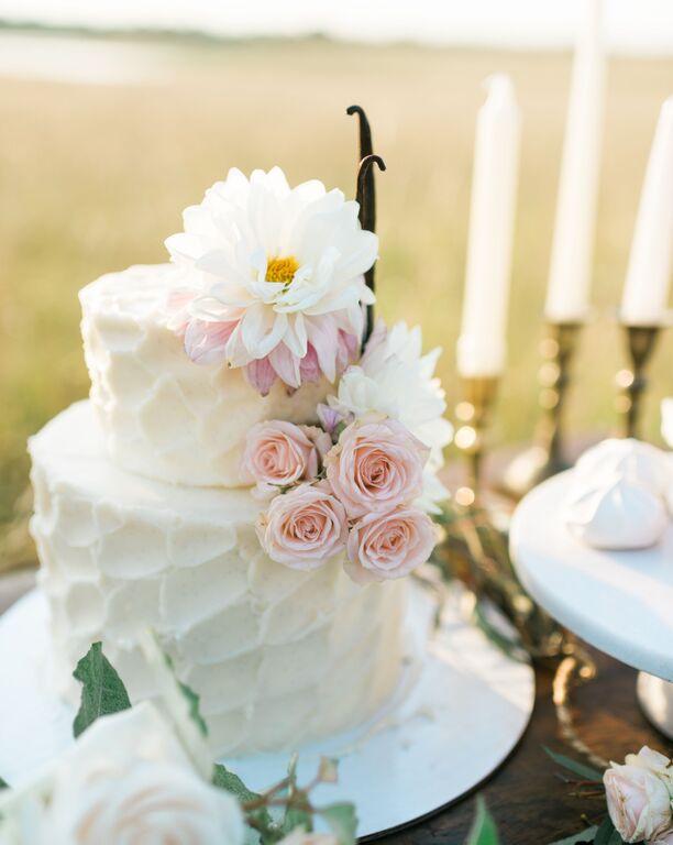 southern-equestrian-wedding-cake